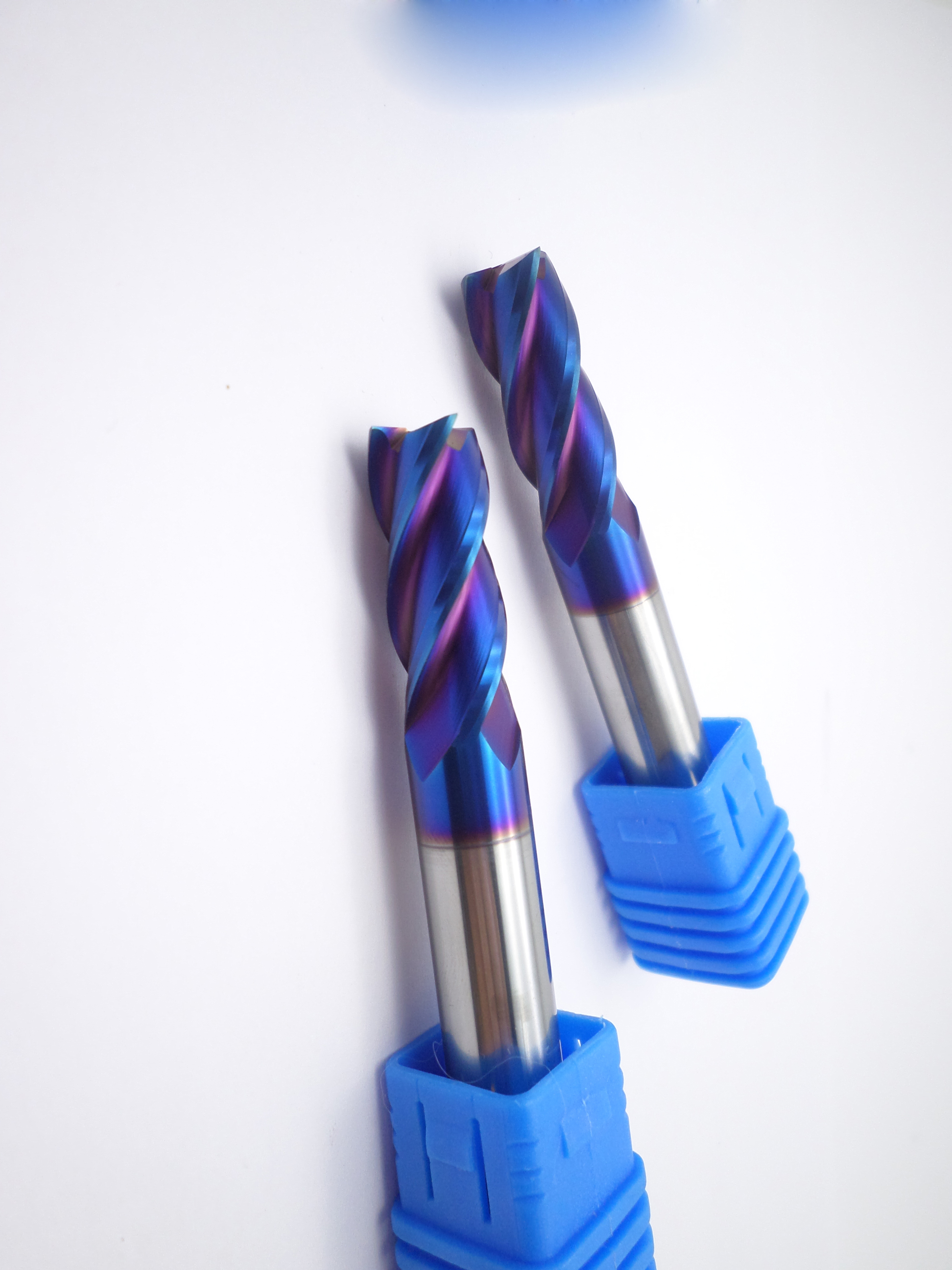 Solid Carbide End Mills for HRC <65°